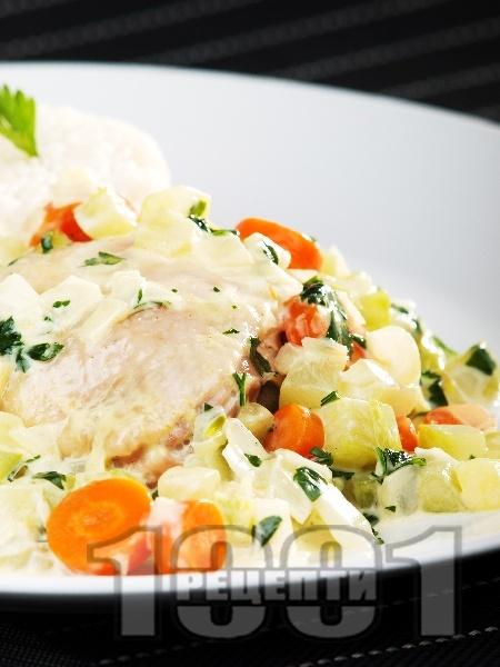Пилешки бутчета със зеленчуци и сметана - снимка на рецептата